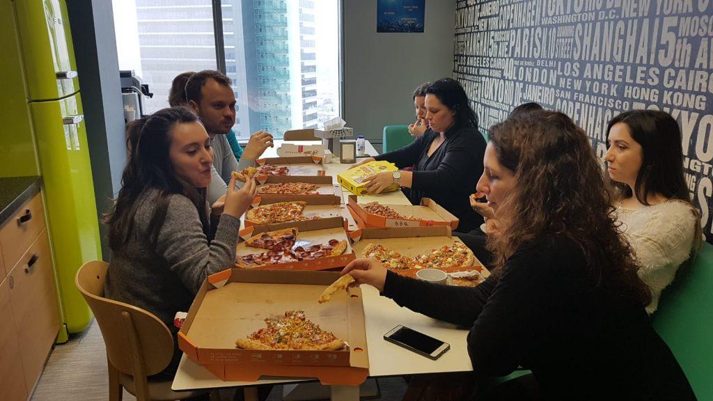 pizza gratis la birou